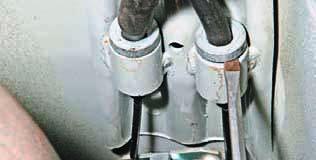 Снятие элементов стояночной тормозной системы Шевроле Ланос