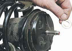 Снятие разборка ремонт передней амортизаторной стойки Шевроле Ланос